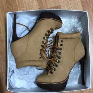 5682417c9c0 🤩host pick🤩 Steve Madden high heels boots size 7